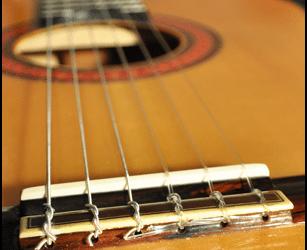 Comment changer les cordes sur la guitare classique ?