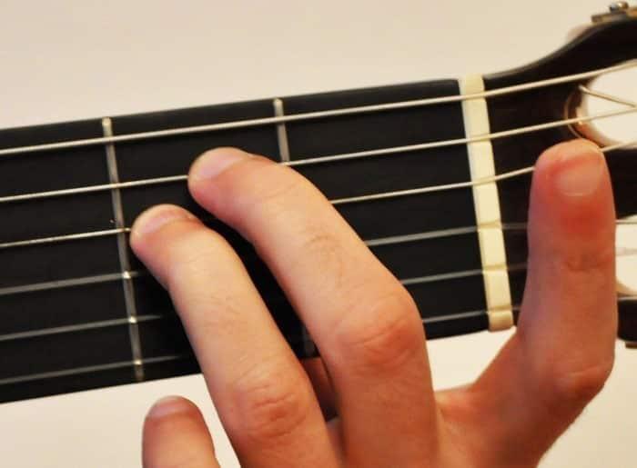 La Guitare en 3 Jours - différence accord majeur mineur - Mim