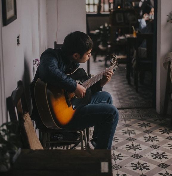 Etes-vous stressé ou tendu lorsque vous jouez de la guitare